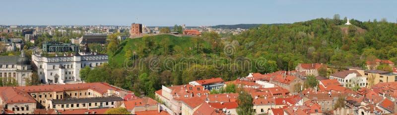Drei croses Hügel und Gediminas Schlosskontrollturm stockbilder