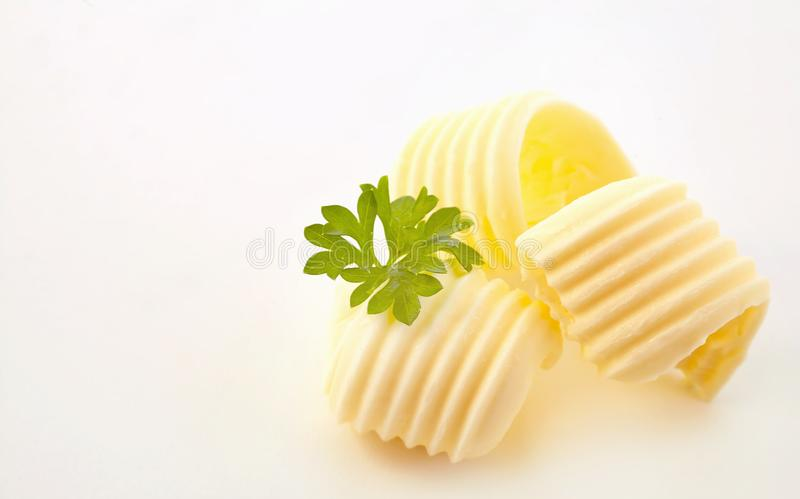 Drei elegante Locken Butter mit frischer Petersilie stockbilder