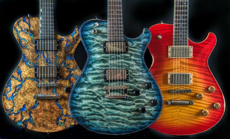 Drei elektrische Gitarren aus Fancy Figured Wood Colorful Music lizenzfreie stockfotos