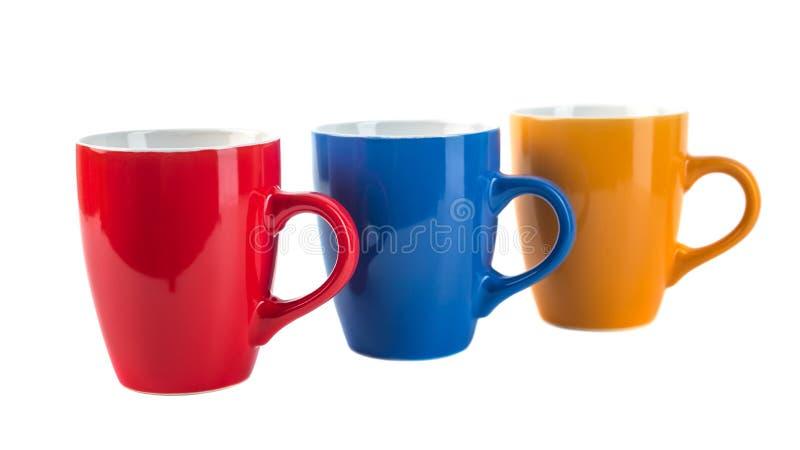 Drei Farbkeramische Schalen auf einem weißen Hintergrund lizenzfreie stockfotografie