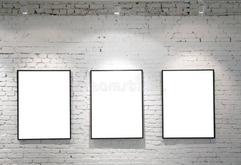 Drei Felder auf Backsteinmauer lizenzfreie stockfotos