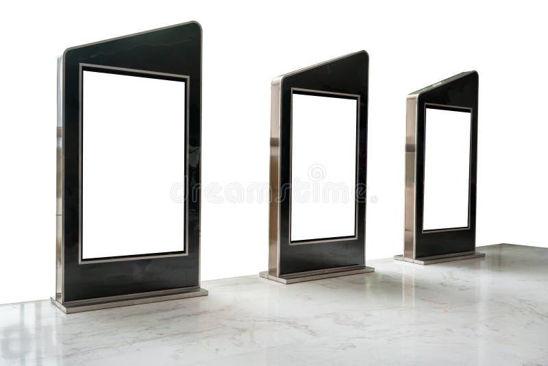 Drei Filmplakatrahmen entlang dem Gehweg lokalisiert auf weißem Ba stockbilder