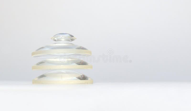 Drei flach-konvexe Linsen, gesammelt zum Turm stockfotografie