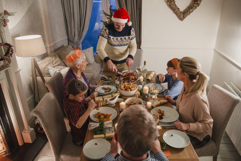 Drei Generations-Familien-Weihnachtsessen stockfotos