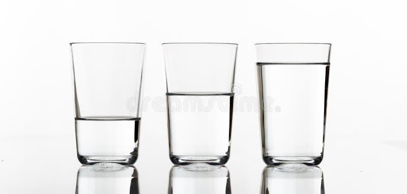 Drei Gläser Wasser stockfotografie