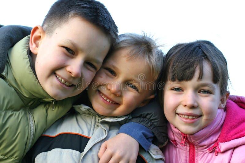 Drei glückliche Kinder lizenzfreies stockfoto