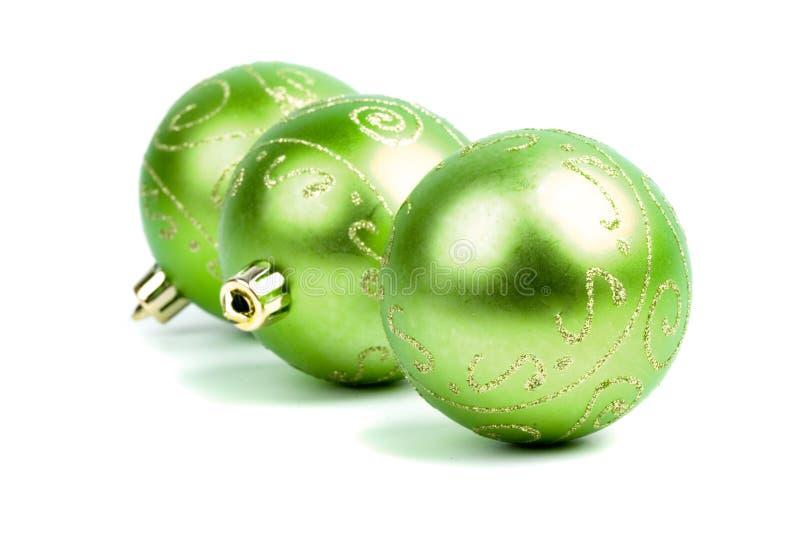 Drei grüne Weihnachtskugeln stockfotos