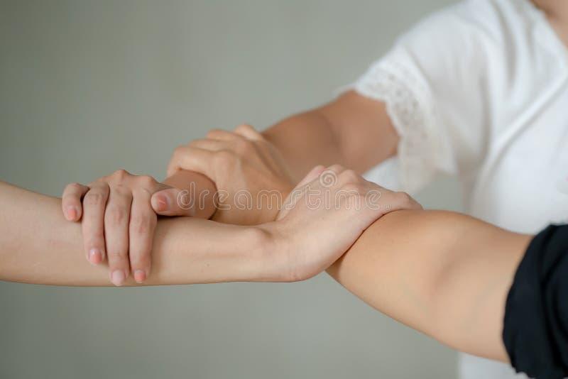 Drei Hände waren eine Zusammenarbeitsteamwork stockbild