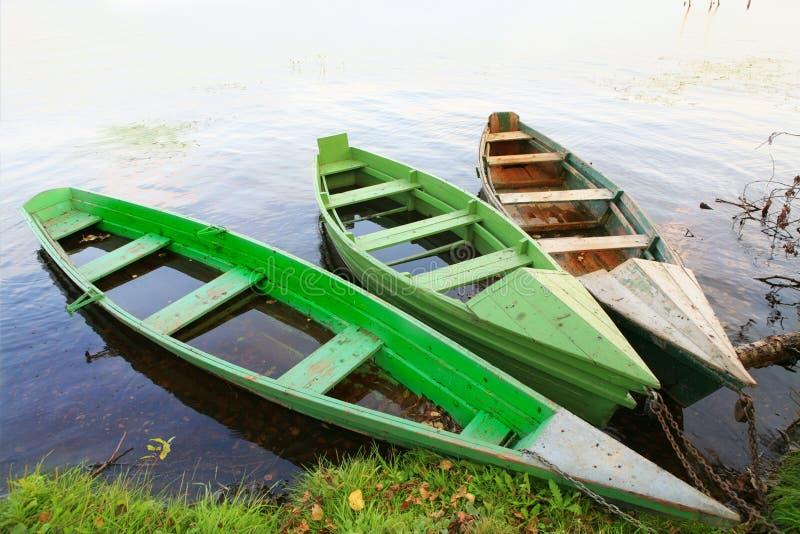 Drei hölzerne Boote stockfotografie