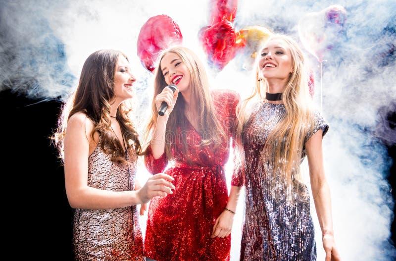 Drei herrliche Frauen stockfoto