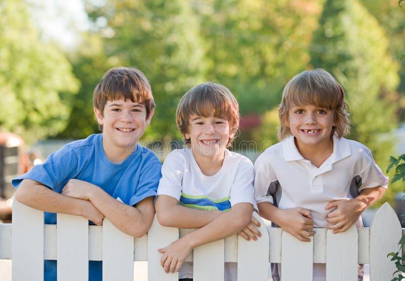 Drei Jungen stockfotografie