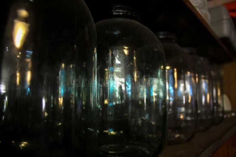 Drei-Liter-Glasflaschen stockbild