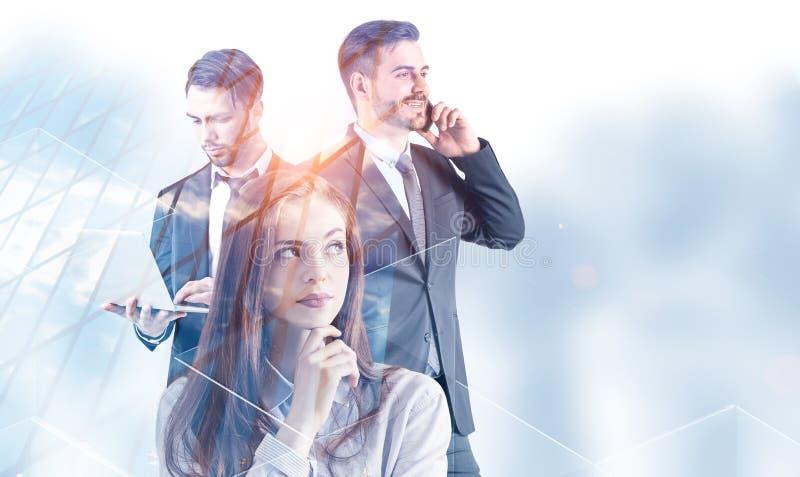 Drei Manager nahe Wolkenkratzer vektor abbildung