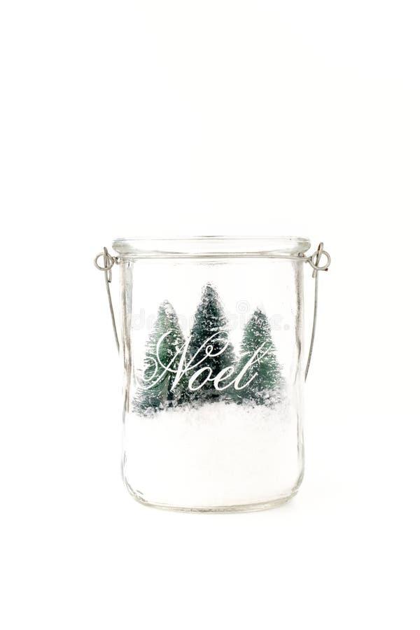 Drei Mini Christmas Trees und Schnee im Glasgefäß lizenzfreie stockbilder