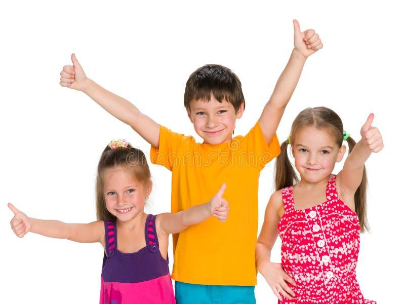 drei nette kinder halten ihre daumen hoch stockbild bild. Black Bedroom Furniture Sets. Home Design Ideas