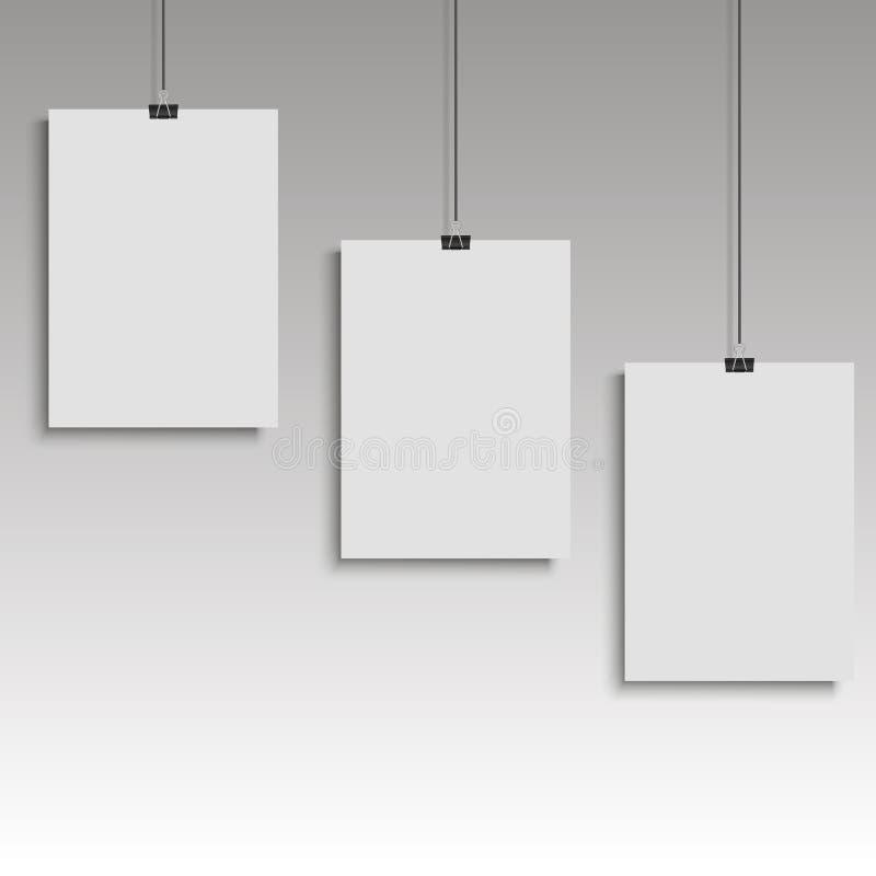 Drei Poster auf Mappenclip Weiße Notizblockpapierschablonen Abbildung vektor abbildung