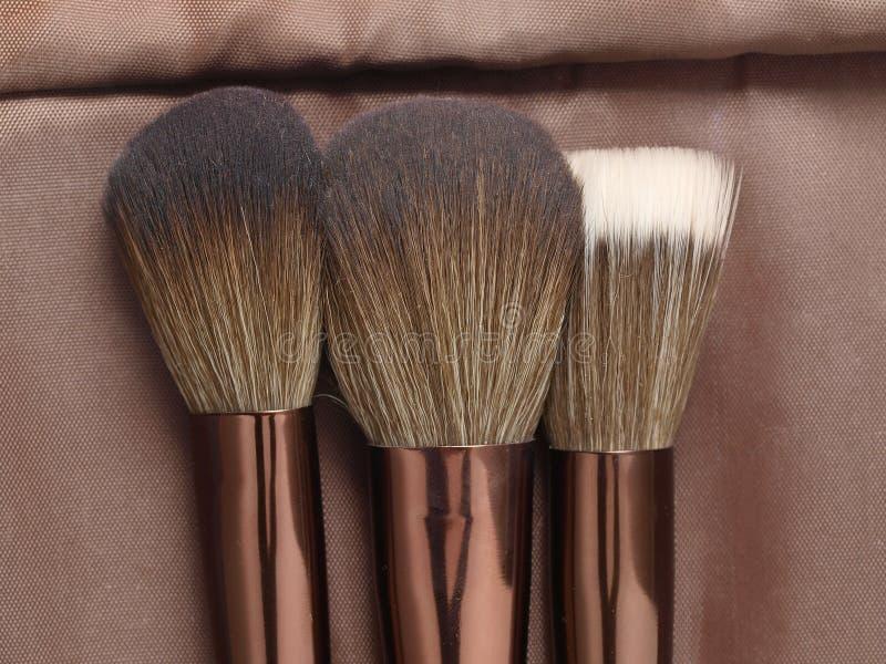 Drei Pulverpinsel für Make-up lizenzfreie stockfotos