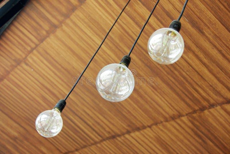 drei retro lampen die von der decke h ngen stockfoto bild von beleuchtung leuchter 60901014. Black Bedroom Furniture Sets. Home Design Ideas