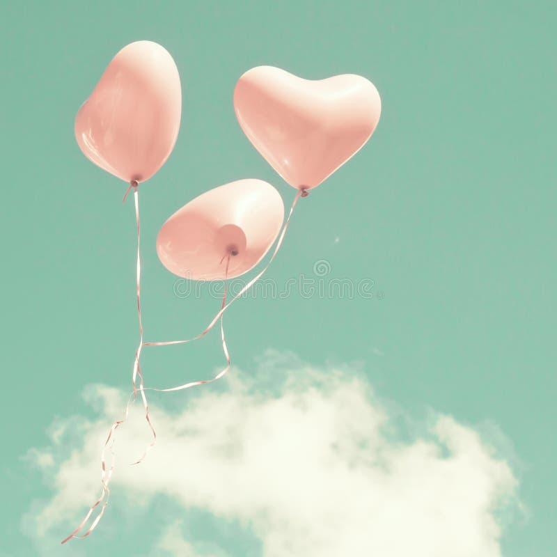 Drei rosa Herz-förmige Ballone stockfotos