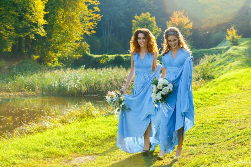 Drei schöne Brautjungfern lizenzfreies stockfoto
