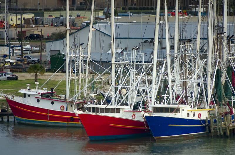 Drei Segelboote lizenzfreie stockbilder