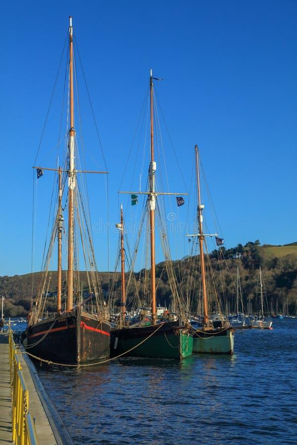 Drei Segelboote Dartmouth Devon Großbritannien stockfotografie