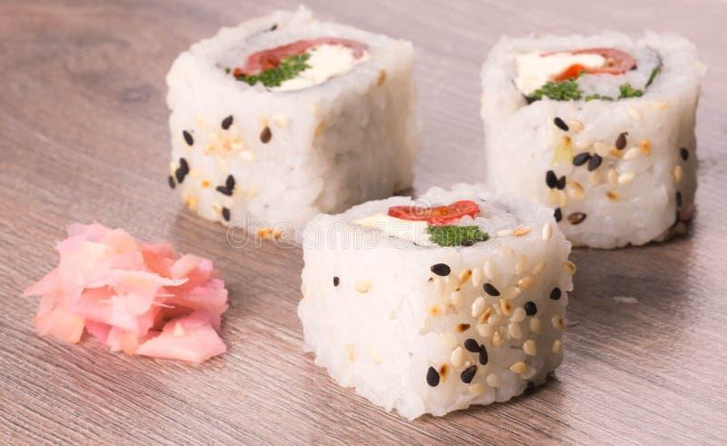 Drei Stücke Sushi lizenzfreie stockfotos