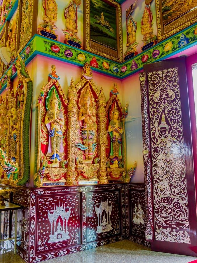 Drei thailändische Engel malten Stuck in Thailand-Kirche lizenzfreie stockfotos