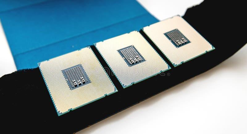 Drei unboxing Auspacken neuen starken Arbeitsplatzes CPU Intel Xeon stockfotografie