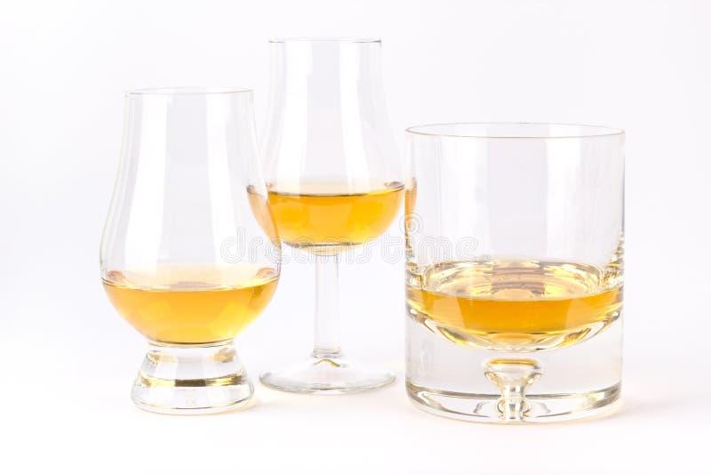 Drei unterschiedliches Whiskyglas lizenzfreie stockfotografie