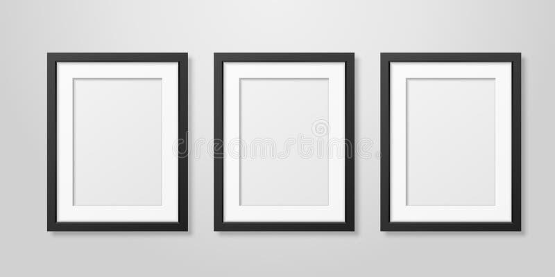 Drei Vektor realistische Plakat-Bilderrahmen-gesetzte Innennahaufnahme Mofern schwarze leere Vertikalen-A4 hölzerne auf weißer Wa vektor abbildung