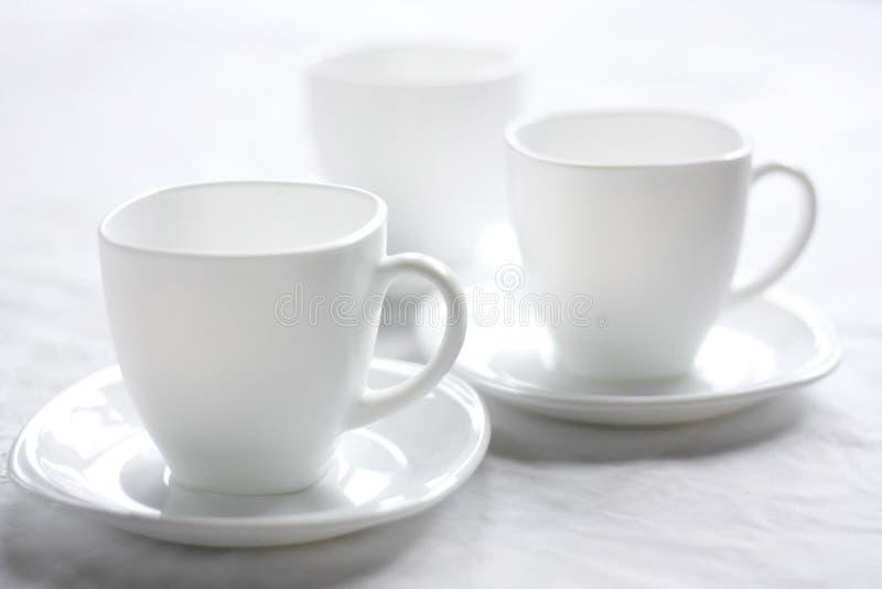 Drei weiße Cup. stockfotos
