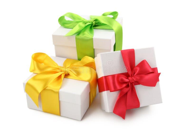 Drei weiße Geschenkkästen stockbilder