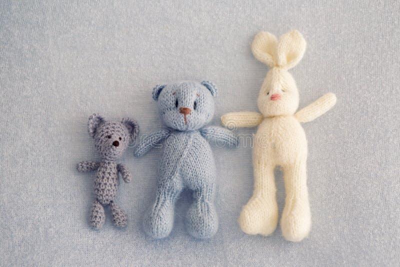 Drei weiche Spielzeugbären lizenzfreie stockfotografie