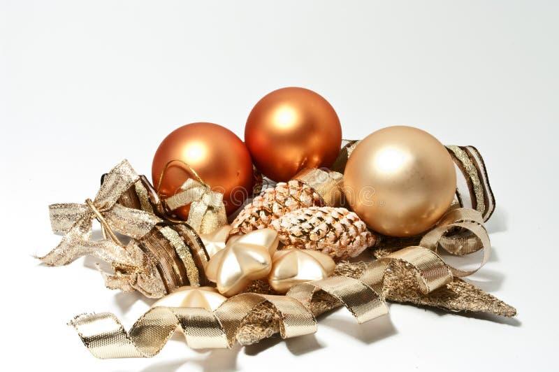Drei Weihnachtsbaumkugeln lizenzfreie stockfotos