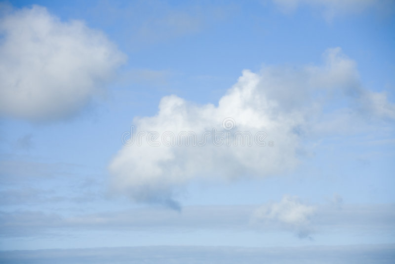Drei Wolken In Einem Blauen Himmel Lizenzfreies Stockbild