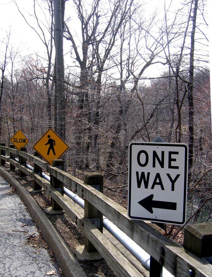 Drei Zeichen auf der Straße stockbild