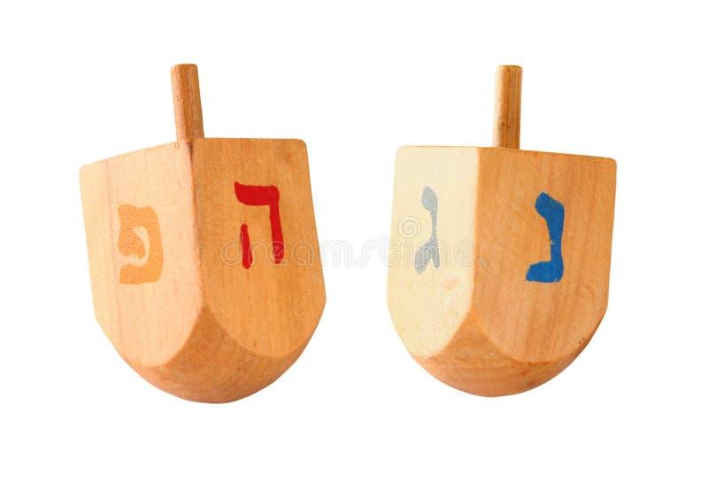dreidels coloridos de madera (top de giro) para el día de fiesta judío de Jánuca aislado en blanco imagen de archivo libre de regalías