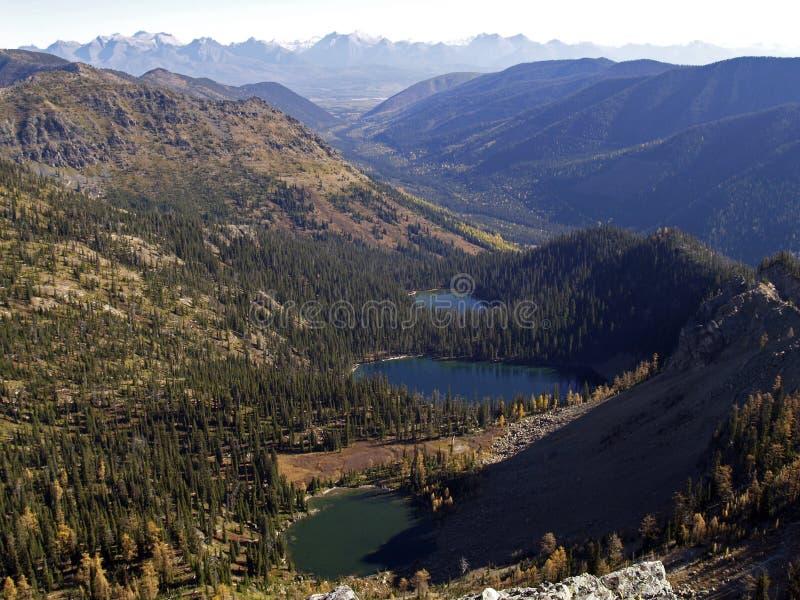 Dreifache Seen im alpinen stockbild