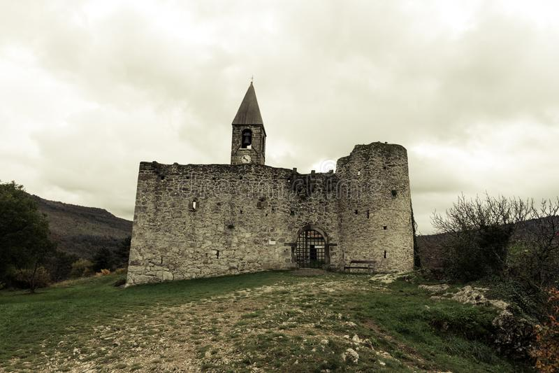 Dreifaltigkeitskirche in Hrastovlje, Slowenien stockbilder