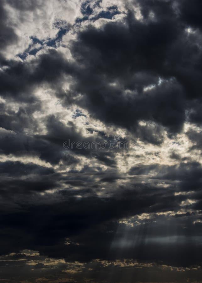 Dreigende wolken van de winter royalty-vrije stock fotografie