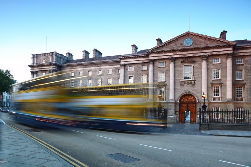 Dreiheit-Hochschule am Tag in Dublin, Irland stockbilder