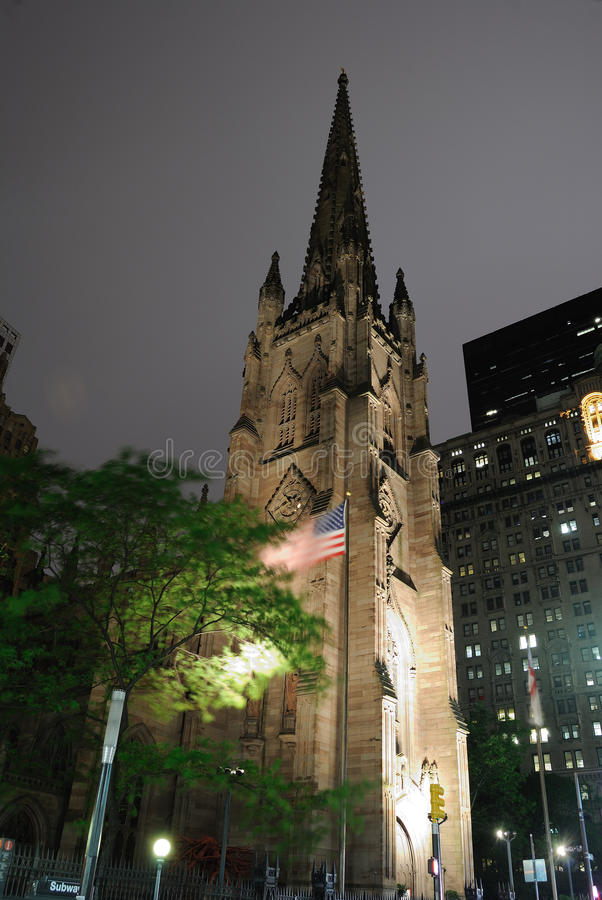 Dreiheit-Kirche nachts lizenzfreies stockfoto