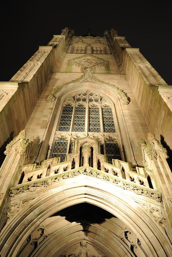 Dreiheit-Kirche nachts lizenzfreie stockbilder