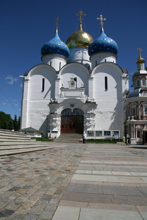 Dreiheit Lavra von St. Sergius - das größte orthodoxe männliche Kloster in Russland Assuptions-Kathedrale, 16. Jahrhundert lizenzfreie stockfotografie