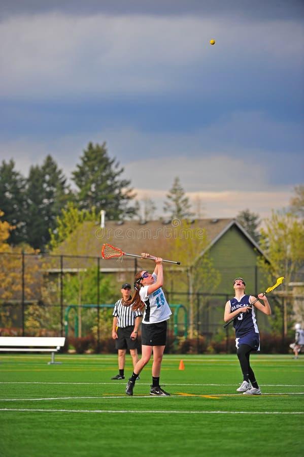 Drenaje de las muchachas del lacrosse foto de archivo libre de regalías