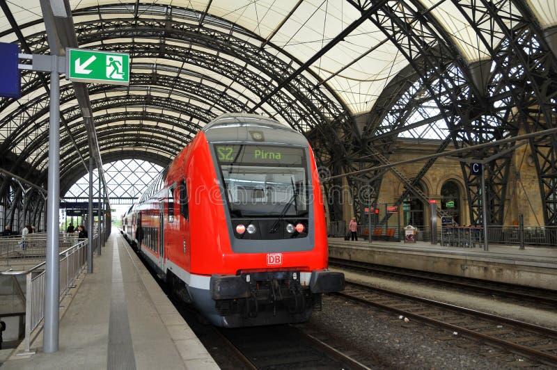 Dresde Hauptbahnhof - plate-forme de train photos stock