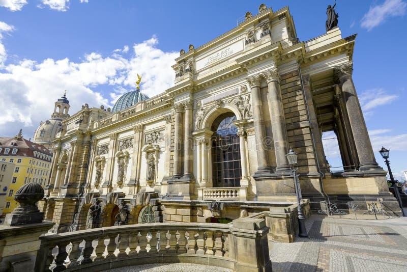 Dresden akademi av konster, sidosikt arkivbild