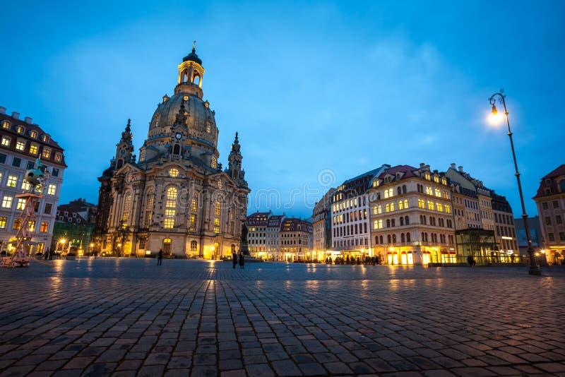 23 01 2018 Dresden, Alemania - el cuadrado de Neumarkt y la iglesia de Frauenkirche de nuestra señora en Dre imagen de archivo