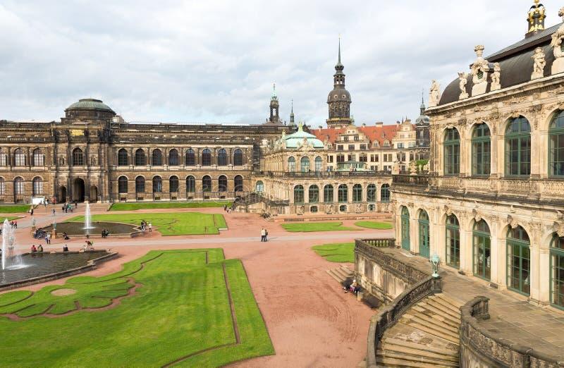 DRESDEN, ALEMANIA - JULIO DE 2016: El palacio de Dresdner Zwinger es designe imagenes de archivo